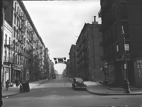 East 113th Street, looking east from Park Avenue toward Lexington Avenue in East Harlem, Manhattan, January 6, 1943.  ID# 02.003.01470